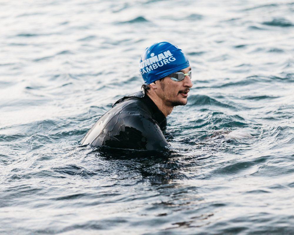 שחייה בים