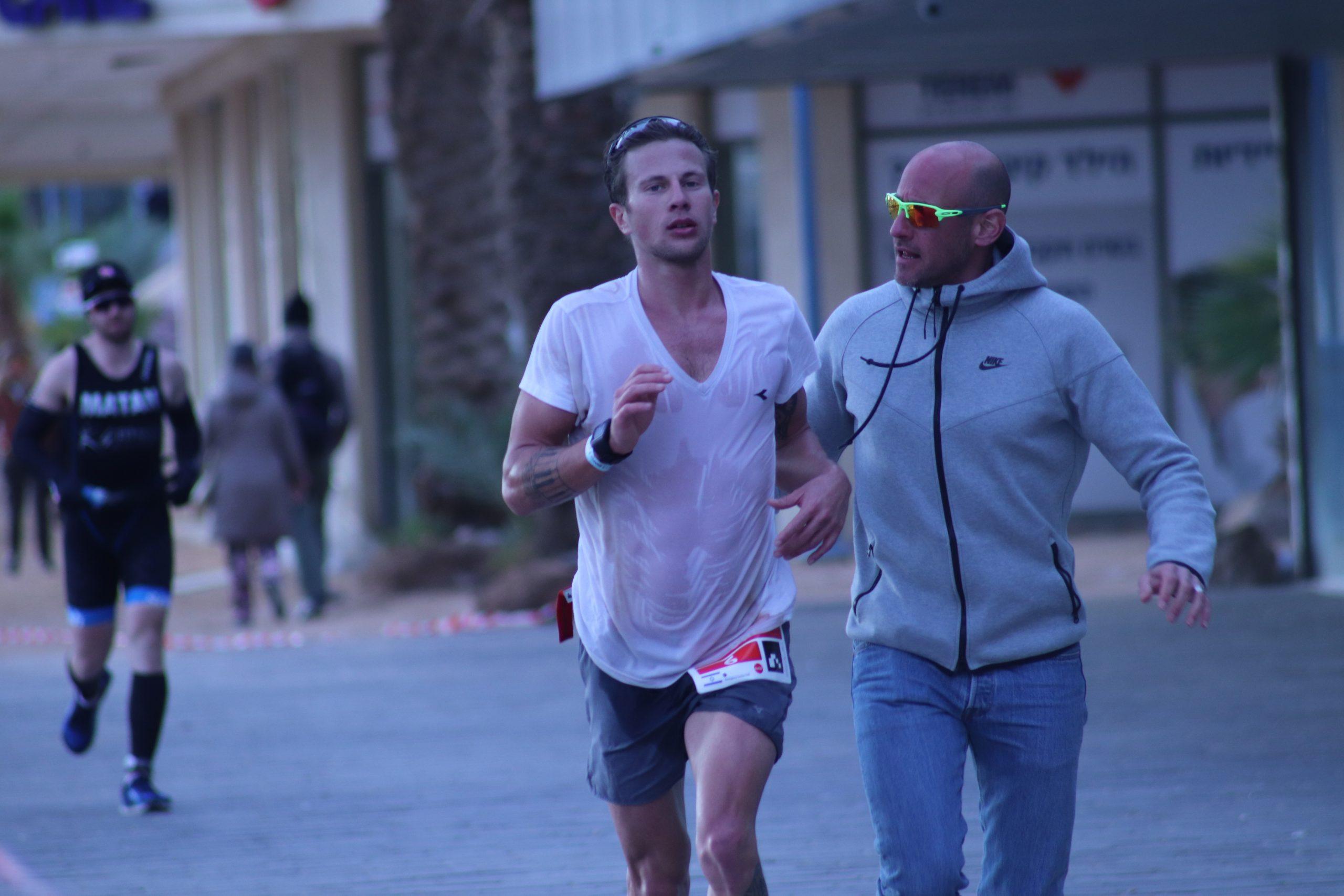 איש רץ בתחרות